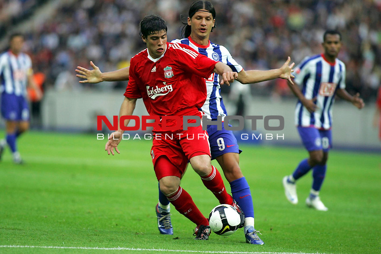 Freundschaftsspiel - Hertha BSC Berlin vs FC Liverpool<br /> <br /> Marko Pantelic (Berlin #9) und Emiliano Insua (Liverpool #22).<br /> <br /> Foto &copy; nph (  nordphoto  )