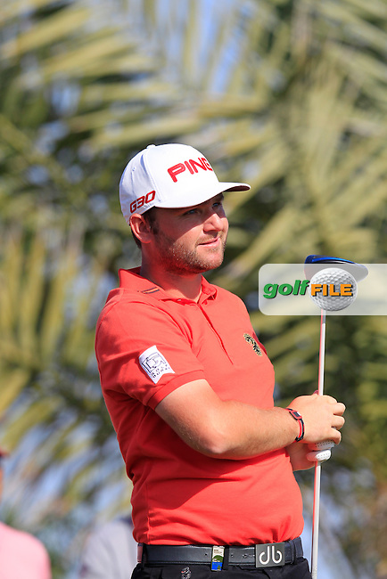 Andy Sullivan (ENG) tees off the 2nd tee during Friday's Round 2 of the Abu Dhabi HSBC Golf Championship 2015 held at the Abu Dhabi Golf Course, United Arab Emirates. 16th January 2015.<br /> Picture: Eoin Clarke www.golffile.ie