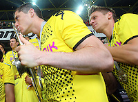 FUSSBALL   1. BUNDESLIGA   SAISON 2011/2012   34. SPIELTAG Borussia Dortmund - SC Freiburg                        05.05.2012 Robert Lewandowski (Borussia Dortmund) kuesst die Meisterschale