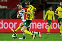 EMMEN - Voetbal, FC Emmen - Fortuna Sittard, Jens Vesting, Jupiler League, seizoen 2017-2018, 08-09-2017, FC Emmen speler Cas Peters met Fortuna speler Perr Schuurs