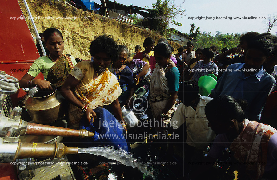 "Asien Indien IND Andamanen und Nikobaren Tsunami Zerst?rung durch Seebeben und Tsunami Flutwelle auf Insel Little Andaman Ort Hut Bay -  Flut Welle Meer Ozean Beben Wasser wasserversorgung Not Nothilfe xagndaz | Third world Asia India Andaman and Nicobar Islands Tsunami disaster catastrophe destruction in Hut bay on Little Andaman island earthquake seaquake ocean sea wave flood destroy water aid relief. | [copyright  (c) Joerg Boethling/agenda , Veroeffentlichung nur gegen Honorar und Belegexemplar an / royalties to: agenda  Rothestr. 66  D-22765 Hamburg  ph. ++49 40 391 907 14  e-mail: boethling@agenda-fototext.de  www.agenda-fototext.de  Bank: Hamburger Sparkasse BLZ 200 505 50 kto. 1281 120 178  IBAN: DE96 2005 0550 1281 1201 78 BIC: ""HASPDEHH""] [#0,26,121#]"