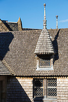Europe/France/Normandie/Basse-Normandie/50/Manche: Baie du Mont Saint-Michel, classée Patrimoine Mondial de l'UNESCO, Le Mont Saint-Michel  , Détail maison de la grande rue  navec sa toiture en bardeaux // Europe/France/Normandie/Basse-Normandie/50/Manche: Bay of Mont Saint Michel, listed as World Heritage by UNESCO,  The Mont Saint-Michel, house of the long street