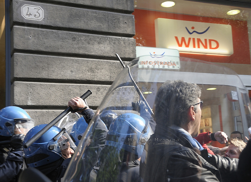 Palermo clashes between students and police during students day.<br /> Palermo, scontri tra studenti e forze dell'ordine durante la giornata dello studente