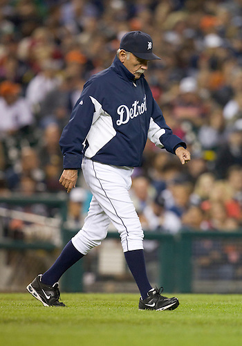 September 28, 2011:  Detroit Tigers manager Jim Leyland (#10) walks to the mount during MLB game action between the Cleveland Indians and the Detroit Tigers at Comerica Park in Detroit, Michigan.  The Tigers defeated the Indians 5-4.