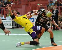 Handball 1. Bundesliga  2012/2013  in der Paul Horn Arena Tuebingen TV Neuhausen - Fuechse Berlin Torsten Laen (li, Fuechse Berlin) gegen Klaus Schuldt (TV Neuhausen)