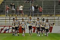 SÃO PAULO, SP, 12 DE AGOSTO DE 2012 - CAMPEONATO BRASILEIRO - PORTUGUESA x BOTAFOGO: Jogadores do botafogo comemoram gol de Elkerson (c) durante partida Portuguesa x Botafogo, válida pela 16ª rodada do Campeonato Brasileiro de 2012 no Estádio do Canindé. FOTO: LEVI BIANCO - BRAZIL PHOTO PRESS