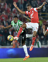 BOGOTÁ -COLOMBIA, 07-05-2014. Jonathan Copete (Der) de Independiente Santa Fe disputa el balón con Oscar Murillo (Izq) del Atlético Nacional durante partido de ida por las semifinales de la Liga Postobón  I 2014 jugado en el estadio Nemesio Camacho el Campín de la ciudad de Bogotá./ Independiente Santa Fe player Jonathan Copete (R) fights for the ball with Atletico Nacional player Oscar Murillo (L) during first leg match for the semifinals of the Postobon League I 2014 played at Nemesio Camacho El Campin stadium in Bogotá city. Photo: VizzorImage/ Gabriel Aponte / Staff