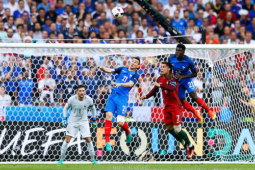 (L-R) Laurent Koscielny (FRA), Cristiano Ronaldo (POR), Samuel Umtiti (FRA), JULY 10, 2016 - Football / Soccer : UEFA EURO 2016 Final match between Portugal 1-0 France at Stade de France in Saint-Denis, France. (Photo by D.Nakashima/AFLO)