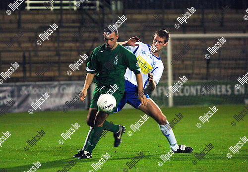 Verbroedering Geel - Exc. Virton: Carvalho met Jeroen Mellemans van Geel in de rug.