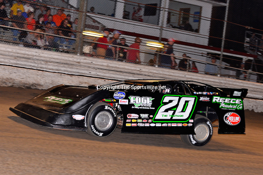 Feb 20, 2014; 6:56:37 PM;  Barberville, FL, USA;  World of Outlaws Late Model Series for 43rd Annual DIRTcar Nationals presented by Summit Racing Equipment at Volusia Speedway Park.  Mandatory Credit: (thesportswire.net)