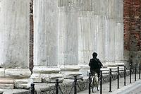 Le colonne romane di fronte alla Basilica di San Lorenzo Maggiore a Milano.<br /> Roman columns in front of the Basilica di San Lorenzo Maggiore in Milan.<br /> UPDATE IMAGES PRESS/Riccardo De Luca