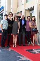 Rhys Ernst, Our Lady J, Kathryn Hahn, Jeffrey Tambor, Jay Duplass und Amy Landecker bei der Zeremonie zur Verleihung von einem Stern an Jeffrey Tambor auf dem Hollywood Walk of Fame. Los Angeles, 08.08.2017