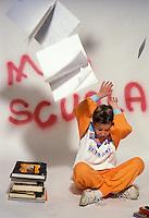Ragazzo con libri di scuola, preparazione agli esami.Boy with school books