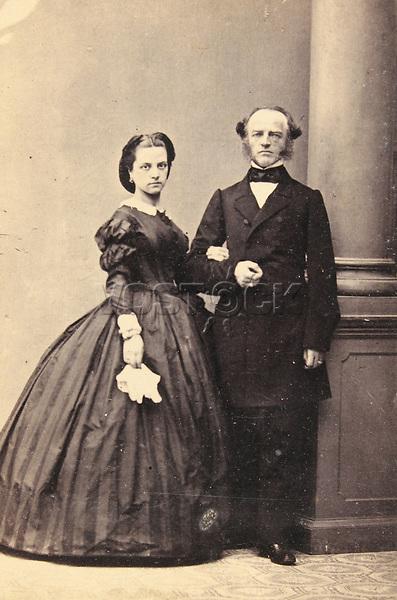 Ehepaar Pleninger. Ganzfigur. Um 1865. Photographie von Gebr&uuml;der Harmsen. <br /> <br /> - 01.01.1865-31.12.1865<br /> <br /> Es obliegt dem Nutzer zu pr&uuml;fen, ob Rechte Dritter an den Bildinhalten der beabsichtigten Nutzung des Bildmaterials entgegen stehen.<br /> <br /> Married couple Pleninger. About 1865. Photograph by Gebr&uuml;der Harmsen. <br /> <br /> - 01.01.1865-31.12.1865<br /> <br /> It is in the duty of the user of the image to clear prior to usage if any Third Party rights preclude the intended use.