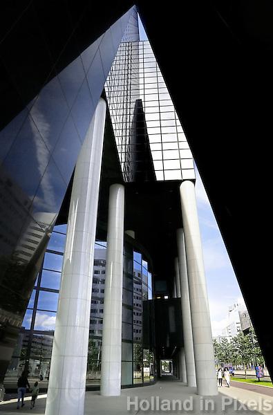 Nederland Rotterdam 2016 . Detail van de Delftse Poort. Het Gebouw Delftse Poort aan het Weena in het centrum van Rotterdam was tot mei 2009 het hoogste kantoorgebouw en de derde hoogste wolkenkrabber van Nederland. Het is in 1991 gebouwd, is 151 m hoog en heeft 41 verdiepingen. Het is ontworpen door Abe Bonnema. Foto Berlinda van Dam / Hollandse Hoogte