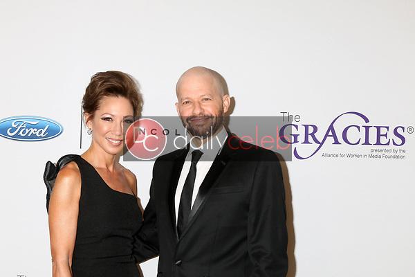Lisa Joyner, Jon Cryer<br /> at the 42nd Annual Gracie Awards, Beverly Wilshire Hotel, Beverly Hills, CA 05-22-18<br /> David Edwards/DailyCeleb.com 818-249-4998