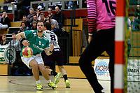 EMMEN - Handbal, E&O - Houten, Oosting Arena, Eredivisie Heren,  11-11-2017,  Emiel Wehkamp in duel met Stijn Hoefnagels