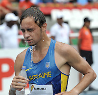 CALI - COLOMBIA - 18-07-2015: Eduard Zabuzhenko de Ucrania, en acción durante la prueba de los 10000  metros en el estadio Pascual Guerrero sede, sede de IAAF Campeonatos Mundiales de la Juventud Cali 2015.  / Eduard Zabuzhenko of Ucrania, in action during the test of 10000  meters in the Pascual Guerrero home of the IAAF World Youth Championships Cali 2015. Photos: VizzorImage / Luis Ramirez / Staff.