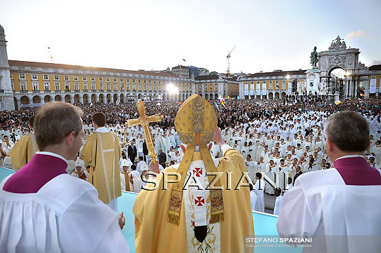 Pope Benedict XVI during the open-air mass held at Commerce Square, Lisbon, Portugal, 11 May 2010. Pope Benedict XVI is on a four days official visit to Portugal to attend the annual celebrations of the Our Lady, dating from the 13 May 1917 apparition to the three young shepherds and the 10th year of their beatification.