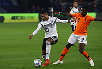 Serge Gnabry (Deutschland Germany) gegen Quincy Promes(Niederlande) - 19.11.2018: Deutschland vs. Niederlande, 6. Spieltag UEFA Nations League Gruppe A, DISCLAIMER: DFB regulations prohibit any use of photographs as image sequences and/or quasi-video.