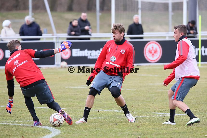 Marco Russ und Luca Waldschmitt gegen Kevin Trapp - Eintracht Frankfurt Training, Commerzbank Arena