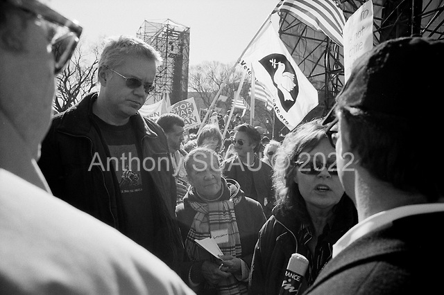 Washington DC.District of Columbia.USA.January 27, 2007..An anti-Iraqi war demonstration on the National Mall in Washington DC is attended by Hollywood stars such as Sean Penn (center), Susan Sarandon (right), and Tim Robins (left). Tens of thousands massed to demand that Congress cut off funds for the Iraq war. ....