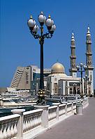 Vereinigte arabische Emirate (VAE, UAE), Sharja, Hotel Radisson und Moschee