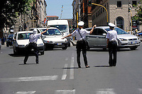 Roma 12 Giugno 2009.Tre Vigilesse della  polizia municipale dirigono  il traffico in Via Cavour.Women police  they direct the traffic in the street Cavour