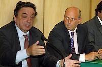 Gennaro Salvatore consigliere regionale della Campania &egrave; stato arrestato per peculato tra le sue spese pazze anche una tintura per capelli<br /> nella foto con de michelis