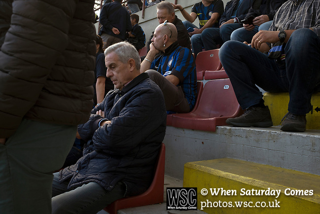 Internazionale 1 Cagliari 2, 16/10/2016. San Siro, Italian Serie A. Fans sitting waiting for the teams to emerge at the Stadio Giuseppe Meazza, also known as the San Siro, before Internazionale took on Cagliari in an Italian Serie A fixture. The match was overshadowed by a huge controversy that as Inter Ultras declared open warfare on captain Mauro Icardi for a chapter in his autobiography, accusing him of lying about an incident in 2015. Inter Milan lost the match 2-1, watched by a crowd of 43,757. Photo by Colin McPherson.