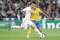 Real Madrid´s Modric (L) and Juventus´s Arturo Vidal during Champions League 2013-14 match in Bernabeu stadium, Madrid. October 23, 2013. (ALTERPHOTOS/Victor Blanco)
