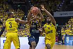 """09.06.2019, EWE Arena, Oldenburg, GER, easy Credit-BBL, Playoffs, HF Spiel 3, EWE Baskets Oldenburg vs ALBA Berlin, im Bild<br /> Derrick WALTON JR.  (ALBA Berlin #7 ) William""""Will"""" CUMMINGS (EWE Baskets Oldenburg #3 ) Frantz MASSENAT (EWE Baskets Oldenburg #10 ) Foto © nordphoto / Rojahn"""