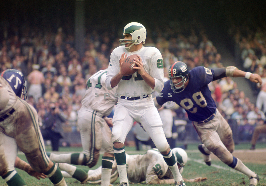 Philadelphia Eagles Norm Snead (16) during a game agains the New York Giants on October 11, 1970 at Yankee Stadium in the Bronx, New York. The Philadelphia Eagles beat the Minnesota Vikings 30-23.  Norm Snead  played for 17 season with 5 different teams and was a 4-time Pro Bowler.(SportPics)