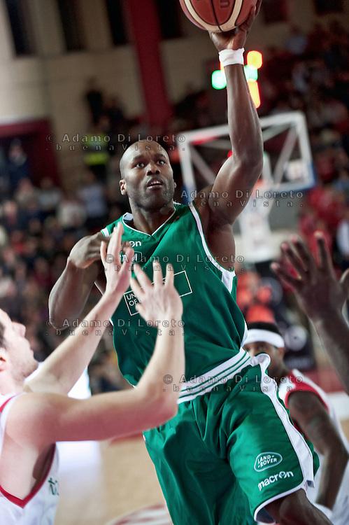 TERAMO 28/01/2012 - BASKET LEGA SERIE A1 CAMPIONATO 2011 - 2012: INCONTRO BANCA TERCAS TERAMO - BENETTON TREVISO.NELLA FOTO GOREE TREVISO.FOTO DI LORETO ADAMO