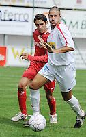 FC Gullegem - KSV Moorsele..Gianni Leenaert (links) met een korte dekking op Thorsten Clarysse met de bal aan de voet..foto VDB / BART VANDENBROUCKE
