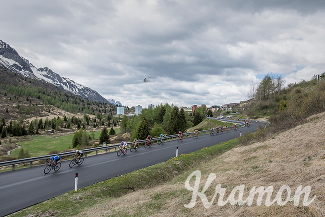 big chasing group coming down the first climb<br /> <br /> Stage 17: Tirano &rsaquo; Canaze (219km)<br /> 100th Giro d'Italia 2017