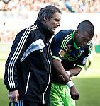 Nederland, Zwolle, 11 november  2012.Eredivisie.Seizoen 2012-2013.PEC-Zwolle-Ajax.Ryan Babel van Ajax heeft pijn aan de pols en zijn schouder