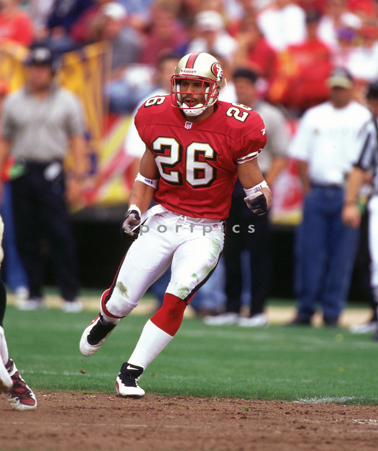 San Francisco 49ers Rod Woodson (26) during a game from his 1997 season with the San Francisco 49ers. Rod Woodson   played for 17 years with 4 different teams and was a 11-time Pro Bowler and was inducted into the Pro Football Hall of Fame in 2009.(SportPics)