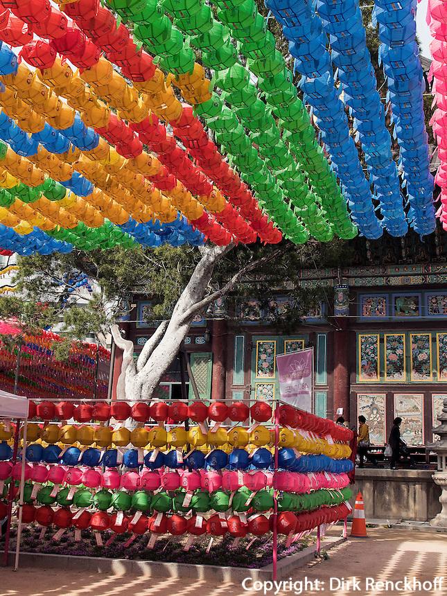Zu Buddha's Geburtstag geschm&uuml;ckter buddhistischer Tempel Jogye-sa in Seoul, S&uuml;dkorea, Asien<br /> Decoration for  Buddha's 'birthday, buddhist temple Jogye-sa,  Seoul, South Korea, Asia