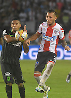 BARRANQUILLA -COLOMBIA-8-JUNIO-2016.Juan Dominguez (Der.) del Junior  disputa el balón con Macnelly Torres (Izq.) del Atlético Nacional durante partido por las semifinale-semifinales ida de la Liga Águila I 2016 jugado en el estadio Metropolitano Roberto Meléndez./ Juan Dominguez (R) of Junior  fights for the ball with Macnelly Torres (L) of  Atletico Nacional during the match  of  semifinales of the Aguila League I 2016 played at Metroplitano Roberto Melendez . Photo: VizzorImage / Alfonso Cervantes  / Contribuidor