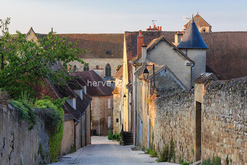 France, Allier (03), Souvigny, la rue du château // France, Allier, Souvigny, Chateau street