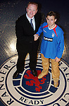 Thomas Buffel signs for Rangers and is welcomed by manager Alex McLeish, January 2005