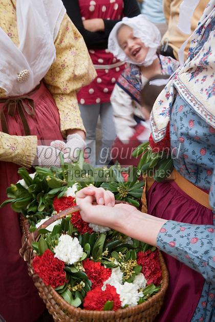 Europe/Provence-Alpes-Côte d'Azur/83/Var/Saint-Tropez: détail costume provençal lors de la Bravade -Les Bravades sont des processions en l'honneur du Saint Patron de la ville]