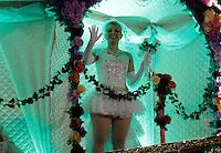 SAO PAULO, SP, 17 DE FEVEREIRO DE 2012 - CARNAVAL 2012 - SP - CONCENTRACAO CAMISA VERDE E BRANCO - Integrantes da escola de samba Camisa Verde e Branco momentos antes do desfile no grupo especial do Carnaval 2012 de Sao Paulo, no Sambodromo do Anhembi na regiao norte da capital paulista, na noite desta sexta-feira, 17. (FOTO: ALE VIANNA - BRAZIL PHOTO PRESS).