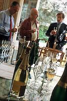 Europe/France/Champagne-Ardenne/51/Marne/Ay: Maison de Champagne Deutz - Dégustation de champagnes de la région avec Mrs Fabrice Rosset, Arnaud Bro de Comers et Michel chef de la cave