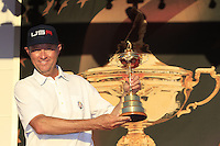 Davis Love III Holding the Ruder Cup Trophy at the presentation after the Singles matches at the Ryder Cup, Hazeltine National Golf Club, Chaska, Minnesota, USA.  03/10/2016<br /> Picture: Golffile | Fran Caffrey<br /> <br /> <br /> All photo usage must carry mandatory copyright credit (&copy; Golffile | Fran Caffrey)