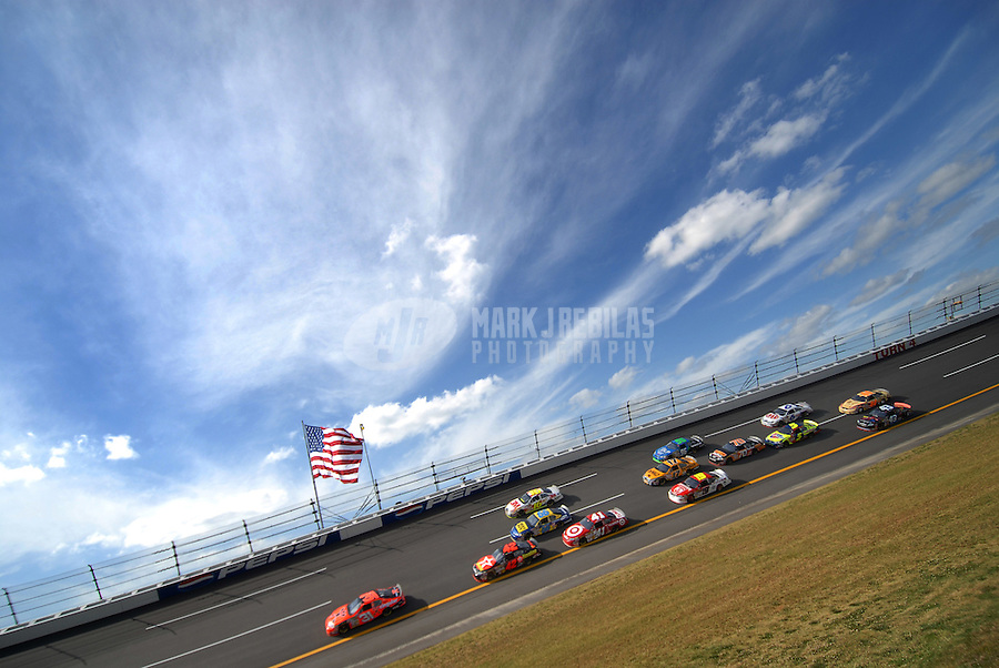 Apr 27, 2007; Talladega, AL, USA; Nascar Nextel Cup Series driver Jeff Burton (31) leads a pack of cars during practice for the Aarons 499 at Talladega Superspeedway. Mandatory Credit: Mark J. Rebilas