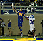BROOKINGS, SD - SEPTEMBER 10:  Dallas Goedert #86 from South Dakota State hauls in a one handed touchdown catch in front of Caz Zyks #32 from Drake during their game at the Dana J. Dykhouse Stadium Saturday night in Brookings. (Photo by Dave Eggen/Inertia)