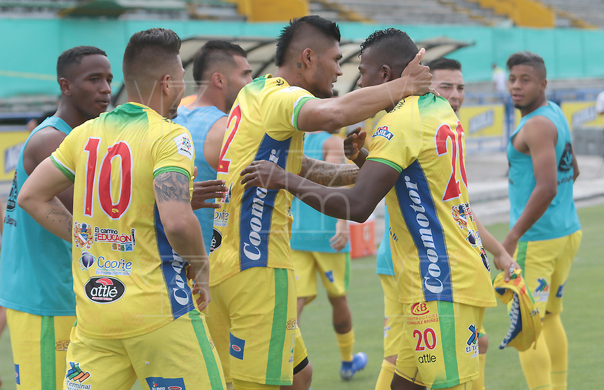 NEIVA - COLOMBIA, 28-07-2019: Luis Felipe Cardoza (#2) del Huila celebra con sus compañeros después de anotar el primer gol de su equipo durante partido por la fecha 3 de la Liga Águila II 2019 entre Atlético Huila y Deportivo Cali jugado en el estadio Guillermo Plazas Alcid de la ciudad de Neiva. / Luis Felipe Cardoza (#2) of Huila celebrates with his teammates after scoring the first goal of his team during match for the date 3 of the Liga Aguila II 2019 between Atletico Huila and Deportivo Cali played at the Guillermo Plazas Alcid stadium of Neiva city. VizzorImage / Sergio Reyes / Cont