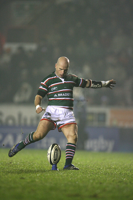 Photo: Rich Eaton...Leicester Tigers v Bristol Rugby. Guinness Premiership. 22/12/2006. Paul Burke of Leicester Tigers kicks a conversion